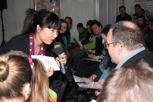 Ukázková minilekce čínštiny na veletrhu Lingua Show.