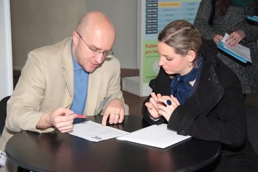 Kontrola životopisů v angličtině, němčině nebo francouzštině na veletrhu Lingua Show.