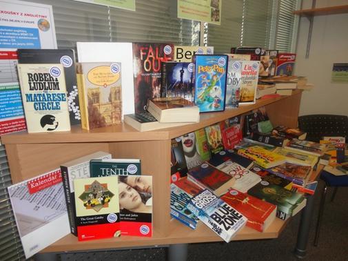 Charitativní bazar jazykových knih a slovníků.