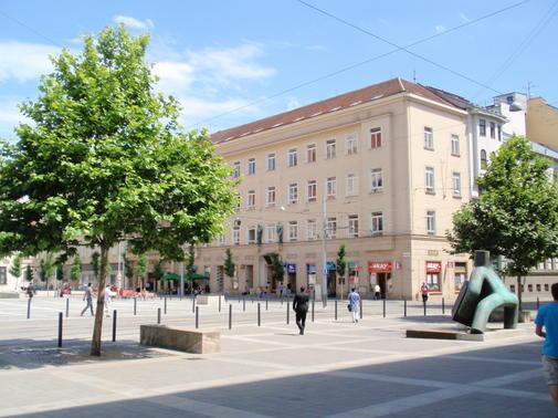 budova školy - Moravské nám. 4